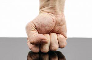 symptoms of wrist pain